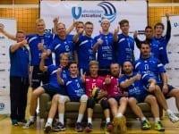 Billedtekst: Her ses VKV-drengene der efter kun én sæson i 1. division, nu rykker i Volleyligaen. En kæmpe udfordring, som klubben glæder sig til sammen med spillerne. Fotograf: www.mortenO.com Billedet er til fri afbenyttelse i forbindelse med artikler om Volleyklubben Vestsjælland